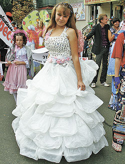 Платье из мусорных пакетов своими