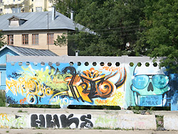 На улице Театральной разрисуют всю стену
