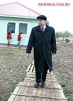 Губернатору удалось не запачкать ботинки в лихунской глине