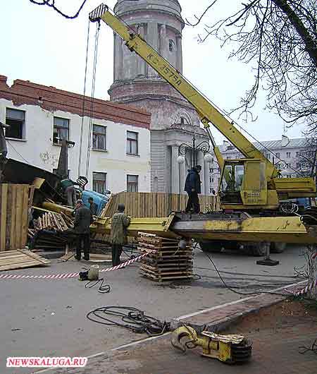 В Калуге продолжают падать строительные краны