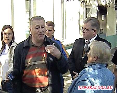Жириновский объясняет калужанам политику партии,