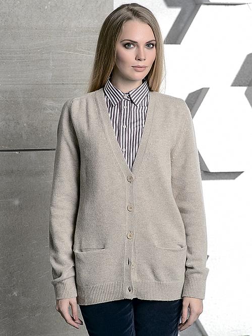 4. Фуфайка (t-shirt) - трикотажная, либо выполненная из ткани, смесовой с  шелком, белого или светлого пастельного оттенка, с карманом на груди и  У-образным ... aba1242ae60