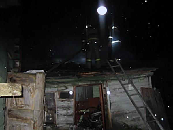 ВЖуковском районе загорелась строительная бытовка, пострадали люди