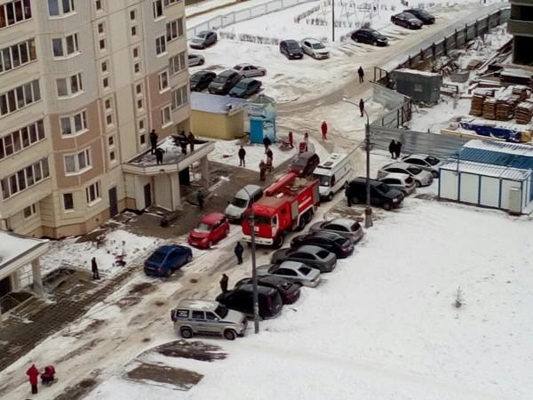 Разбившаяся вКалуге 12-летняя девочка пробовала выбраться через окно наулицу