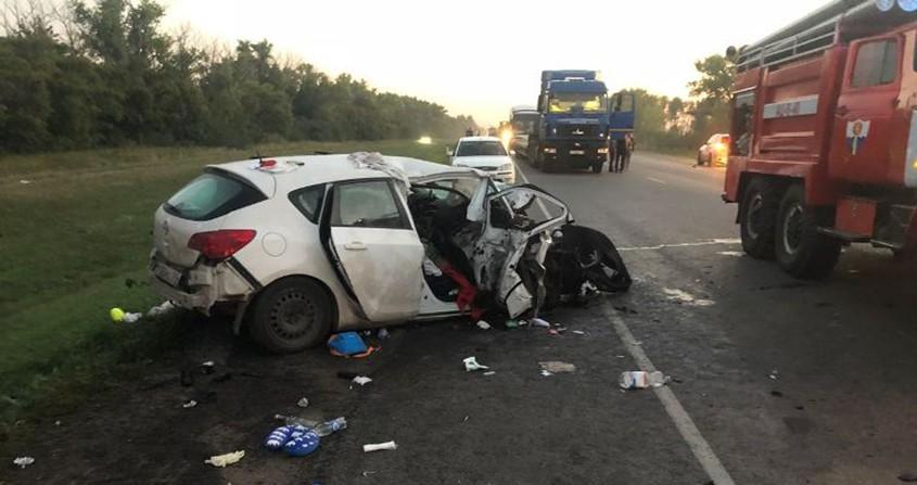 Под Воронежем в итоге лобового столкновения 2-х авто погибли три человека