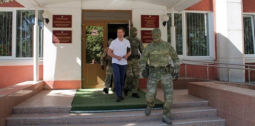 На рабочем месте задержан заместитель главы администрации Людиново
