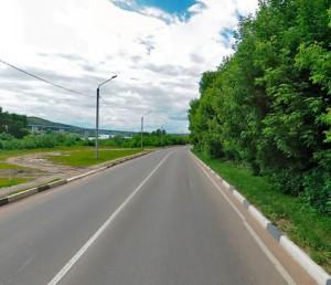 В Калуге на месяц ограничат движение по улице Набережной.  Автомобили смогут двигаться только по одной полосе.