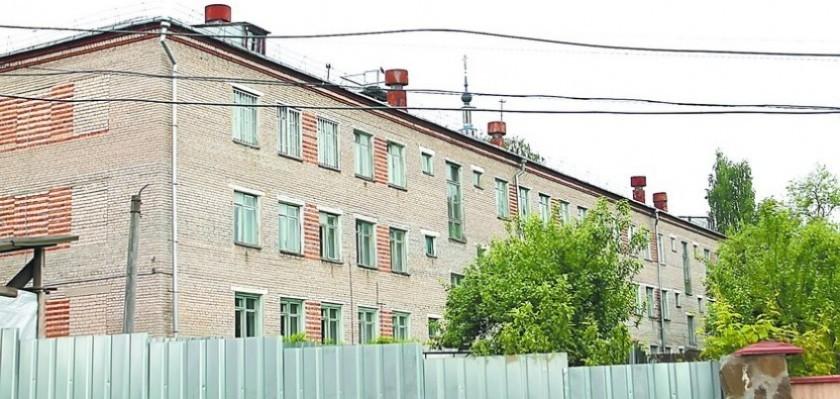 Монастырь уже 5 лет хочет забрать калужскую среднюю школу 1969 года постройки. Пафнутию - нужнее!
