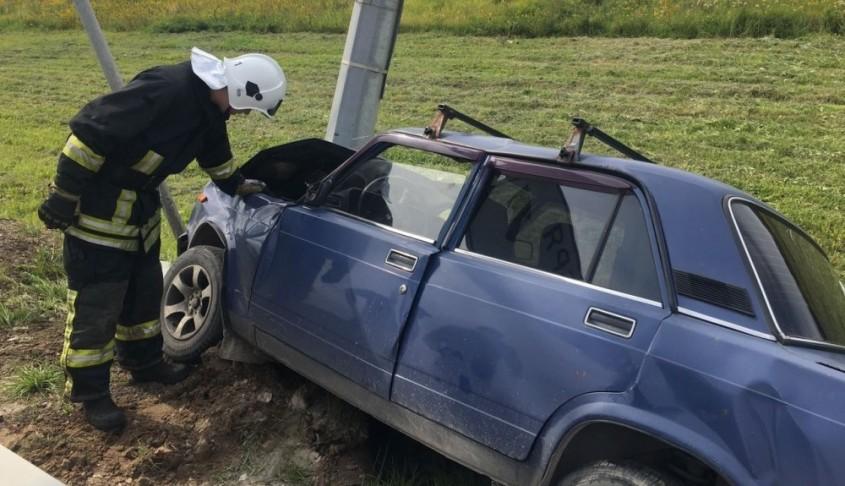 Водитель «Жигулей» протаранил столб на окружной