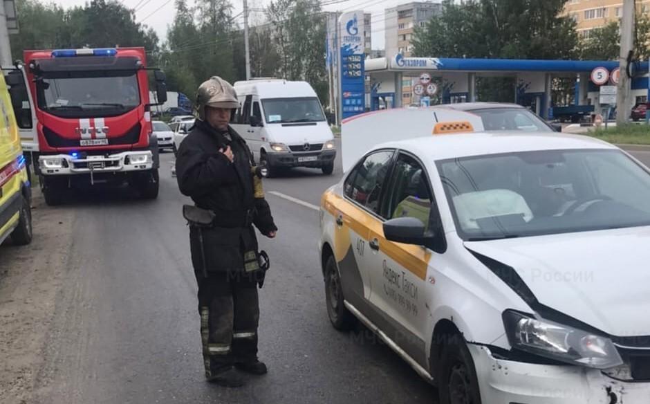 В Калуге два «Фольксвагена» столкнулись на улице Московской