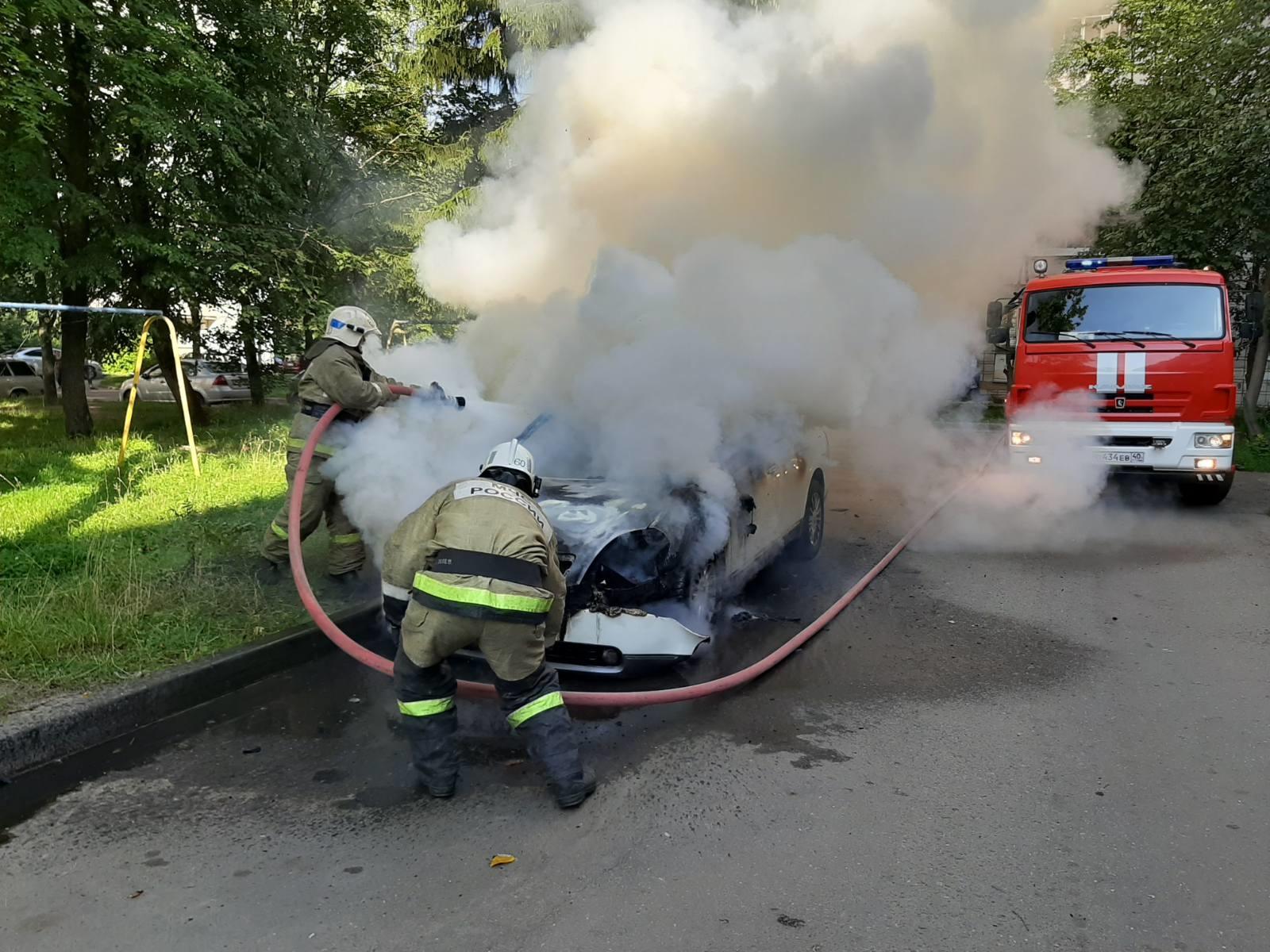Пожар в Обнинске. Сгорела машина.