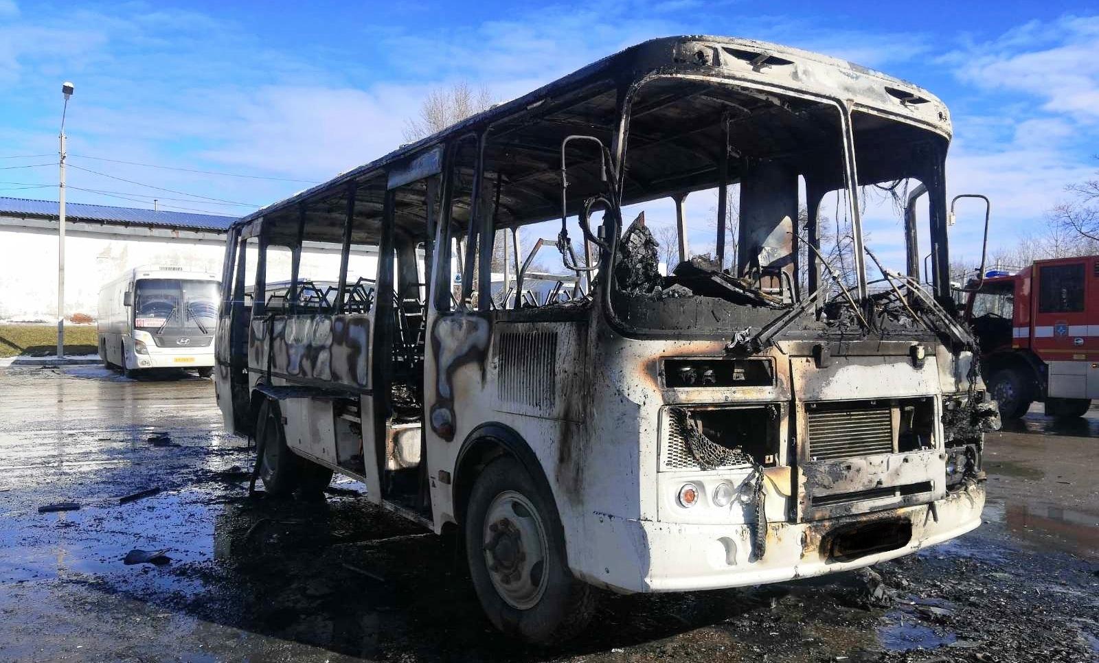 Автобус ПАЗ сгорел в Калуге