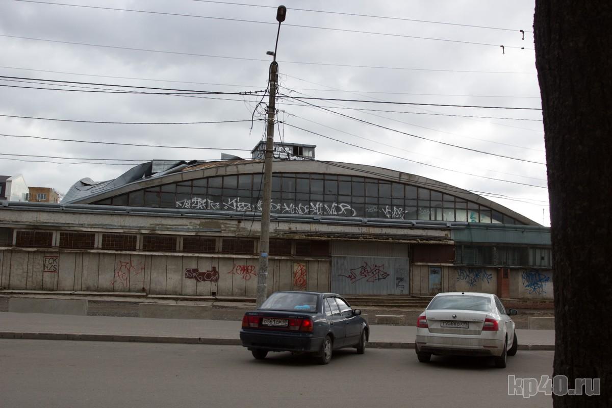 Крышу рынка сорвало в Калуге