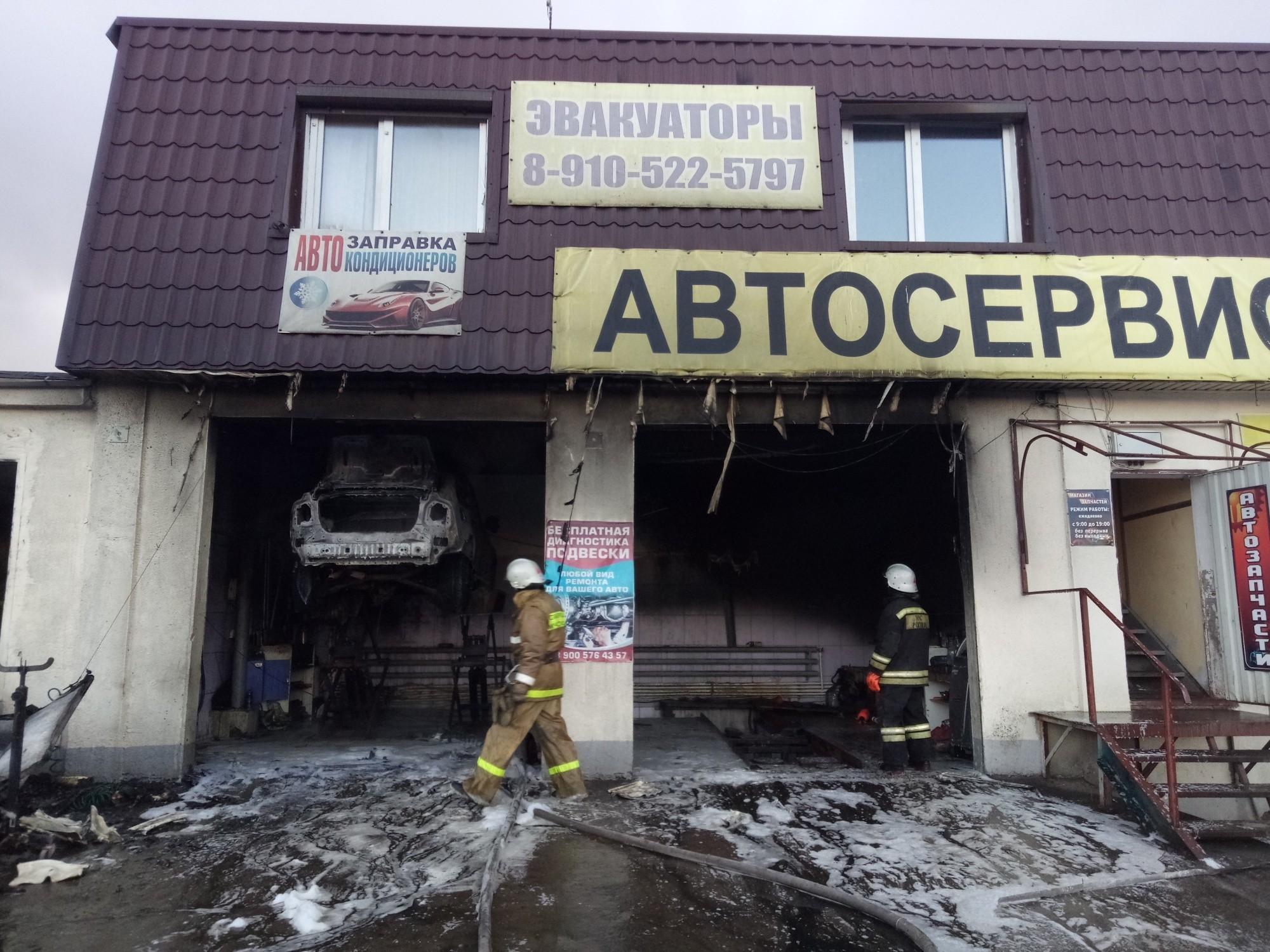 Автосервис сгорел 25 января в Малоярославце Калужской области