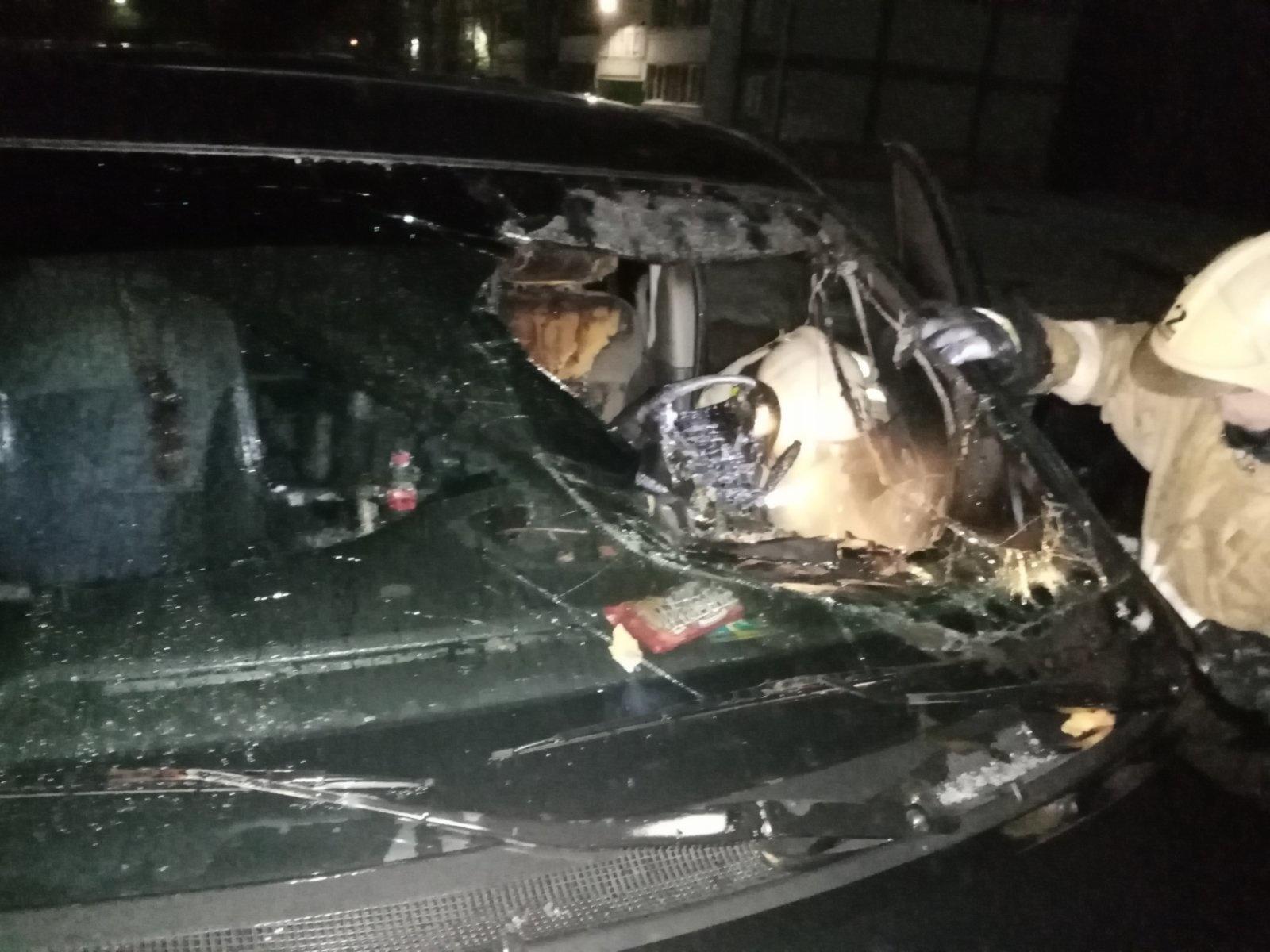 Машина сгорела на улице Дорожной в Калуге