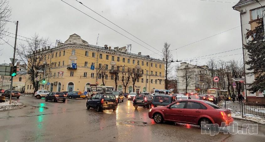 Пробки перекинулись на улицу Ленина