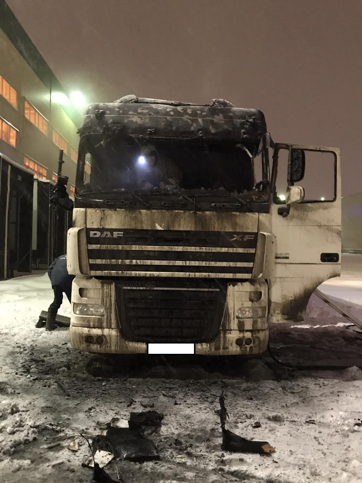 Фото с места пожара в Калуге 13 января.